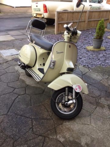 2004 piaggio px 125 vespa beige low mileage. Black Bedroom Furniture Sets. Home Design Ideas