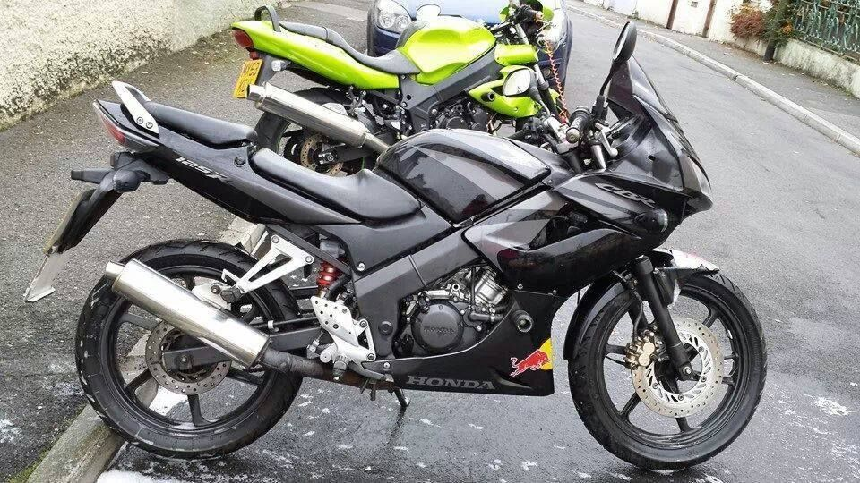 reduced honda cbr 125 r rw 7 black and silver 2008 12 months mot lady owner. Black Bedroom Furniture Sets. Home Design Ideas