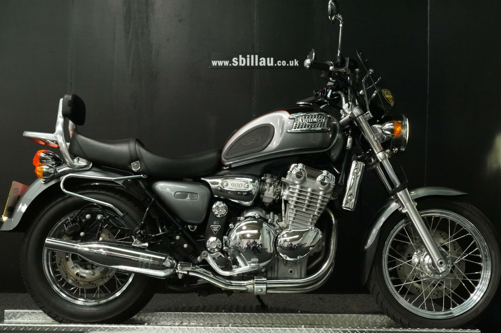 02 02 triumph thunderbird 900 triple retro cruiser with extras 26 000 miles. Black Bedroom Furniture Sets. Home Design Ideas