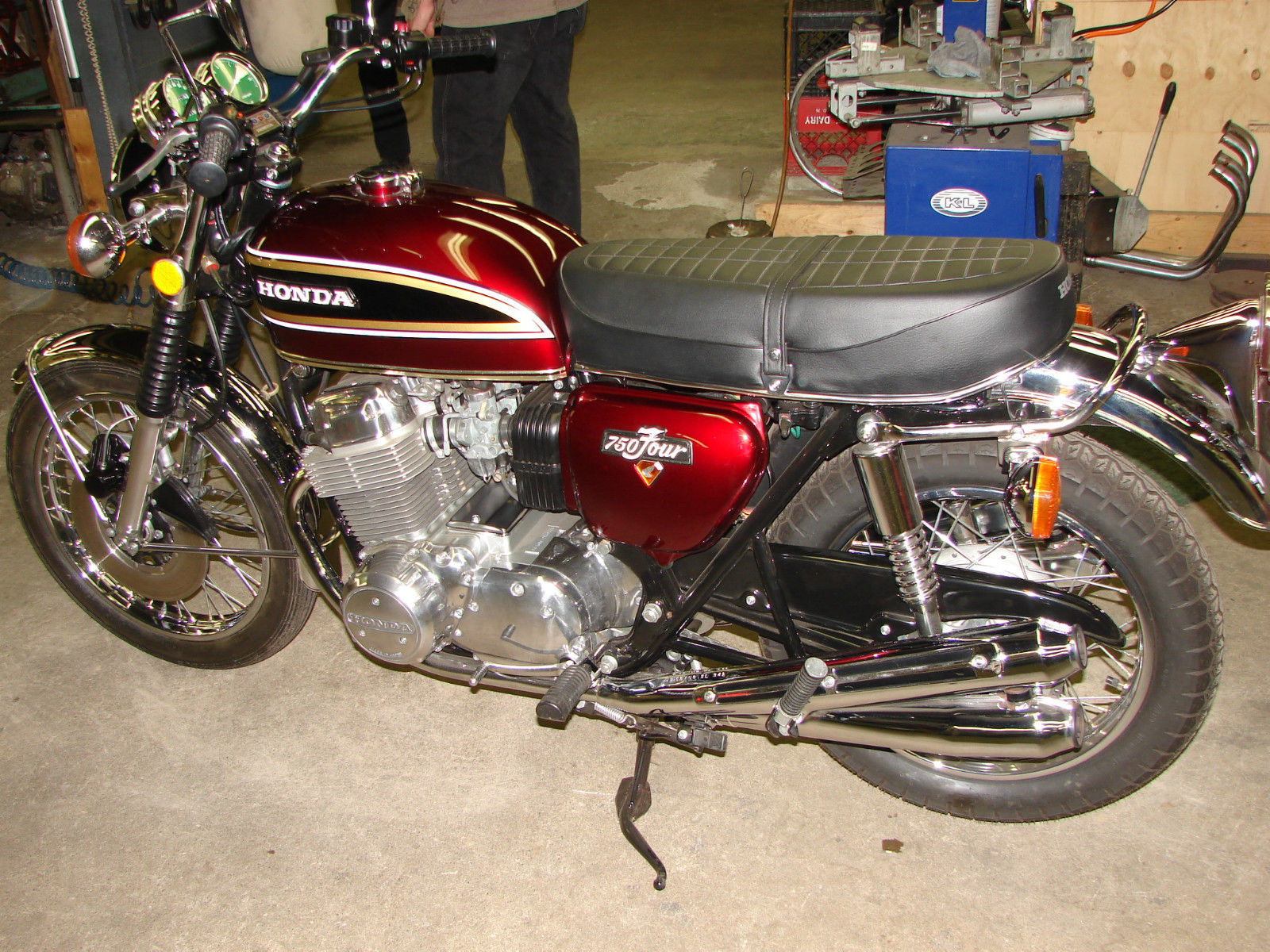 1976 Honda CB750 K6 Candy Antares Red