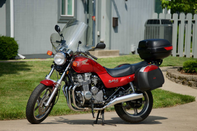 1992 CB750 Nighthawk 750 with 3-trunk rack and low miles  CLEAN!