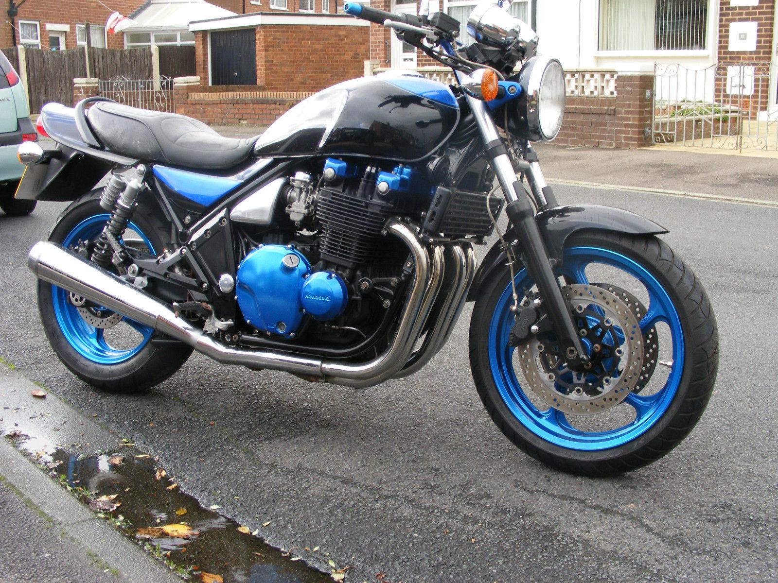 1993 Kawasaki Zephyr 1100 big aircooled muscle bike in top