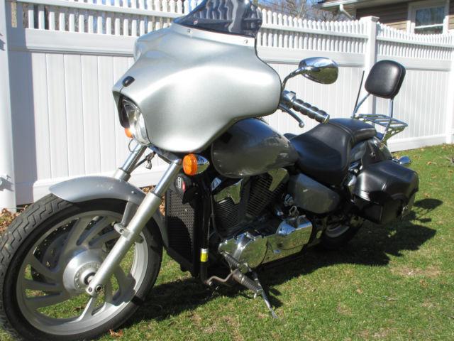 2004 gray Honda VTX 1300 c, fairing, new satellite ready radio, saddle bags