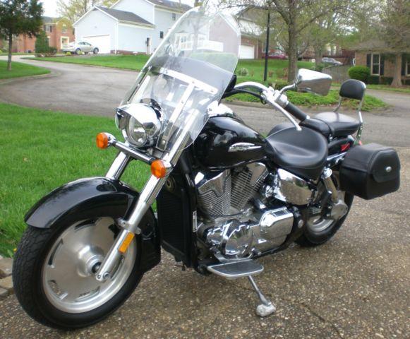 2005 Honda VTX1300R w/Memphis Shades Windshield, Saddlemen