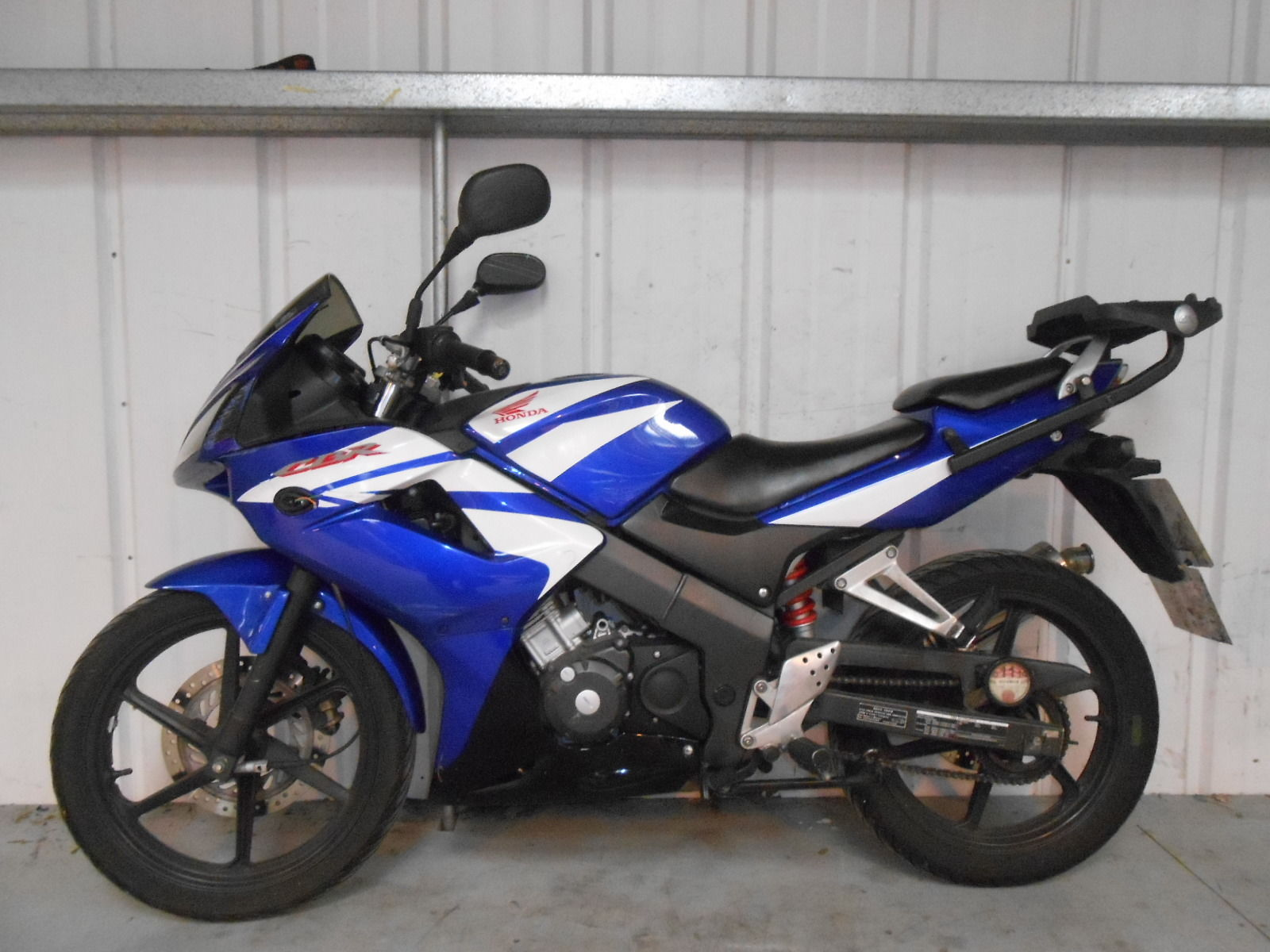 2007 honda cbr 125 rw 7 blue damaged spares or repair no reserve 6468. Black Bedroom Furniture Sets. Home Design Ideas