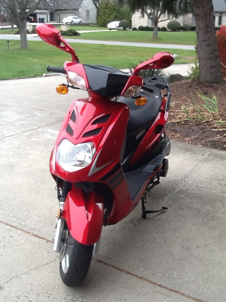 2008 Scooter by SCHWINN Candy Apple Red one owner 576 Miles