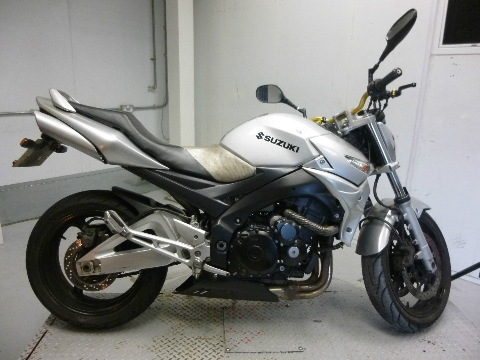 2008 suzuki gsr 600 k7 damaged spares or repair no reserve 6494. Black Bedroom Furniture Sets. Home Design Ideas