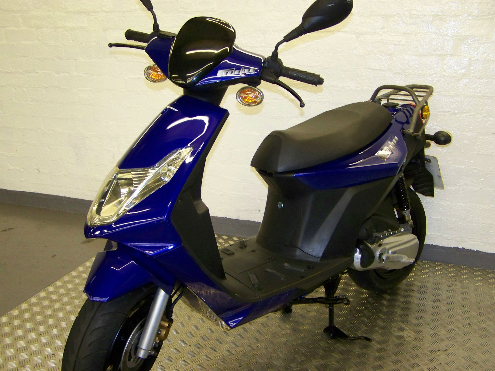 2010 generic evolution 50 scooter nice clean one owner from new. Black Bedroom Furniture Sets. Home Design Ideas