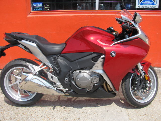 2010 honda vfr1200 red silver extremely low miles still