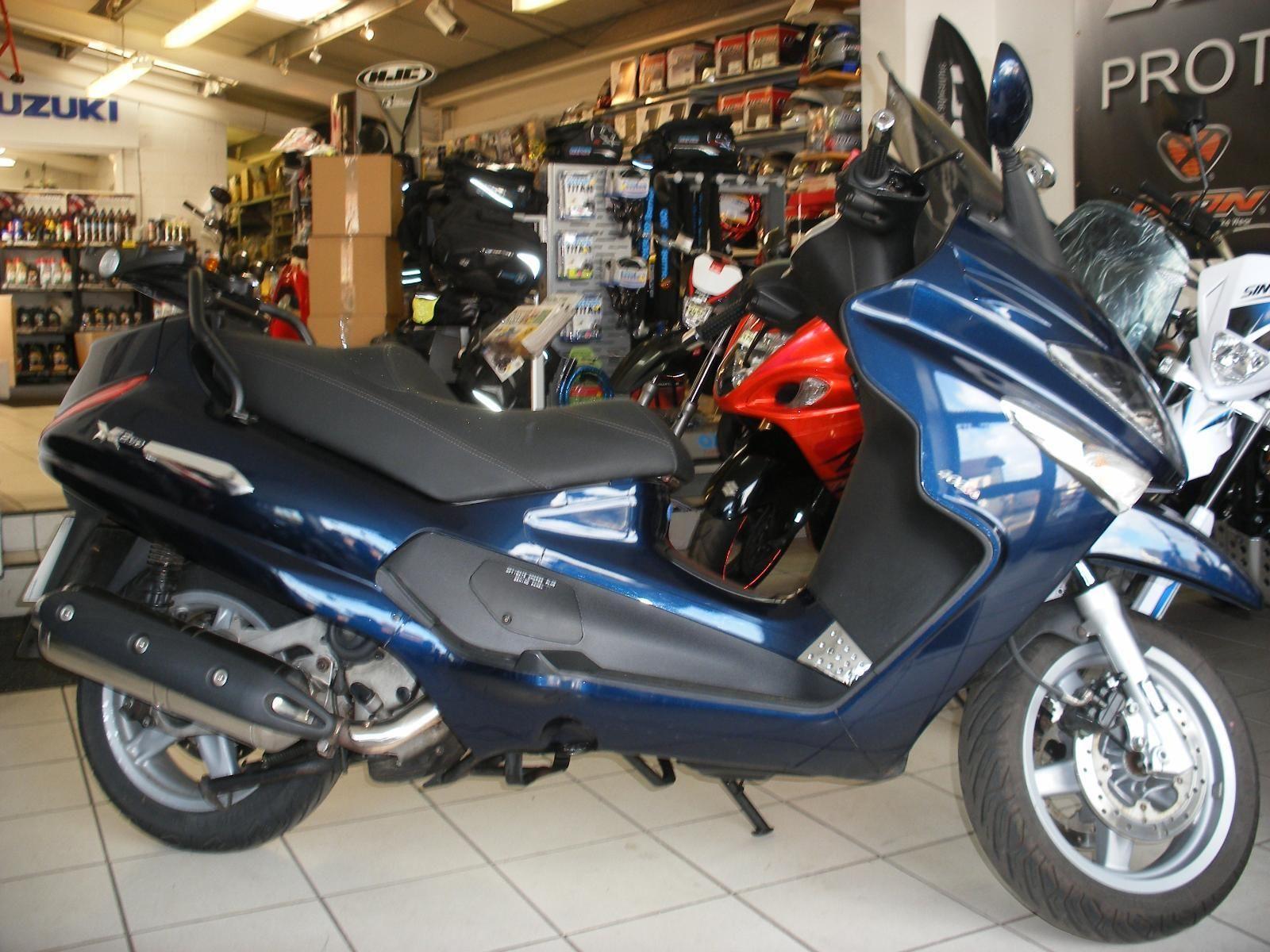 2011 60 piaggio xevo piaggio xevo 400 400cc scooter blue. Black Bedroom Furniture Sets. Home Design Ideas