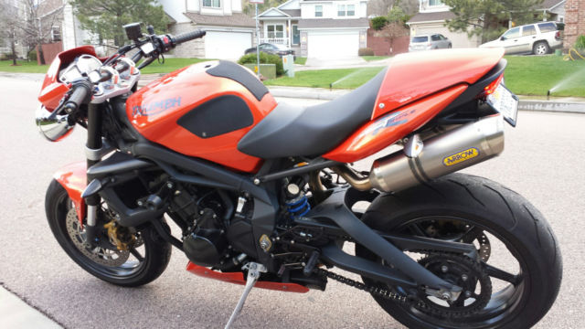 2011 triumph street triple r loaded and immaculate. Black Bedroom Furniture Sets. Home Design Ideas