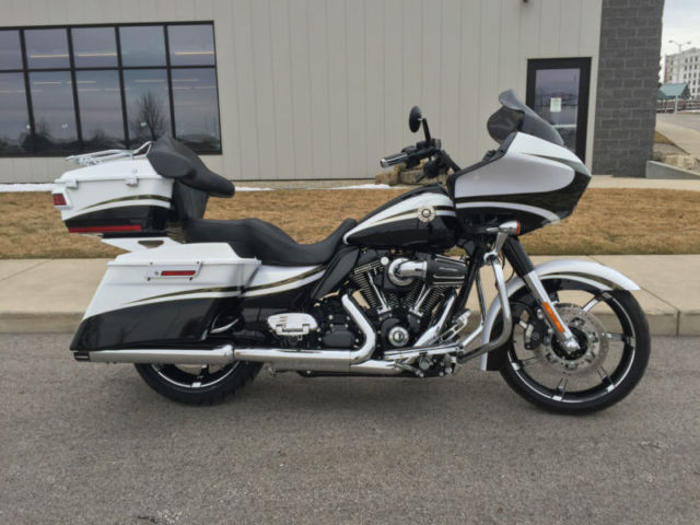2012 Harley Davidson Road Glide CVO 120R Motor !