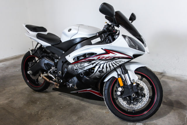 2012 yamaha yzf r6 50th world gp edition 3 323 original miles pearl white fast. Black Bedroom Furniture Sets. Home Design Ideas