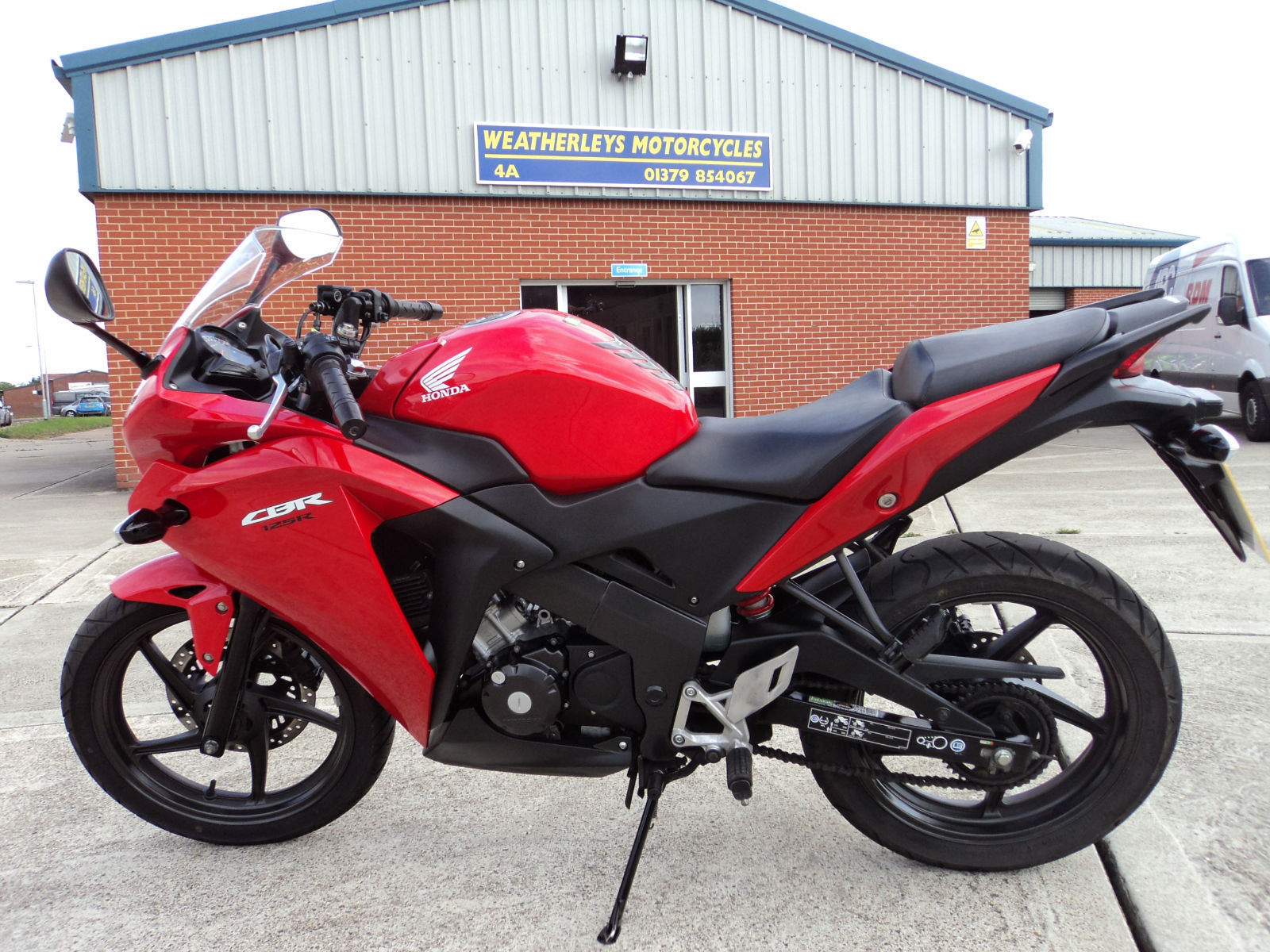 2013 honda cbr 125 r very good condition big saving on new price. Black Bedroom Furniture Sets. Home Design Ideas