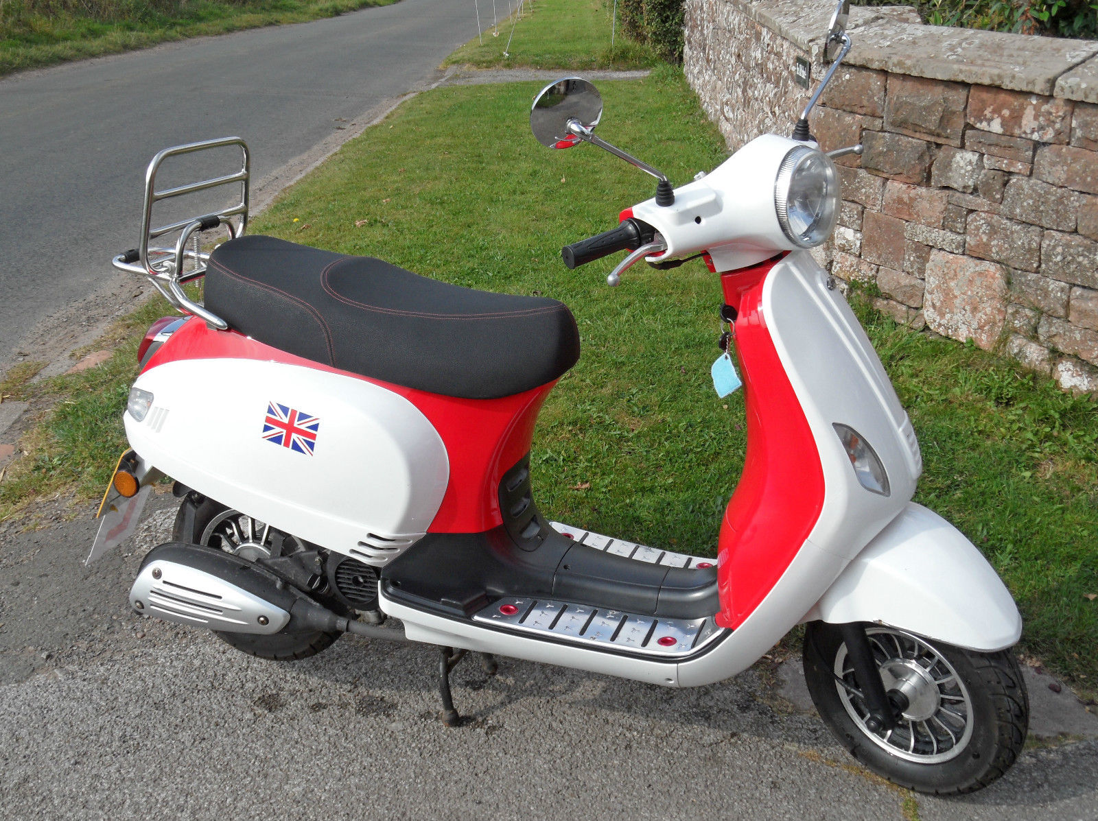 2013 red white lintex retro classic 50cc qt 12 scooter. Black Bedroom Furniture Sets. Home Design Ideas