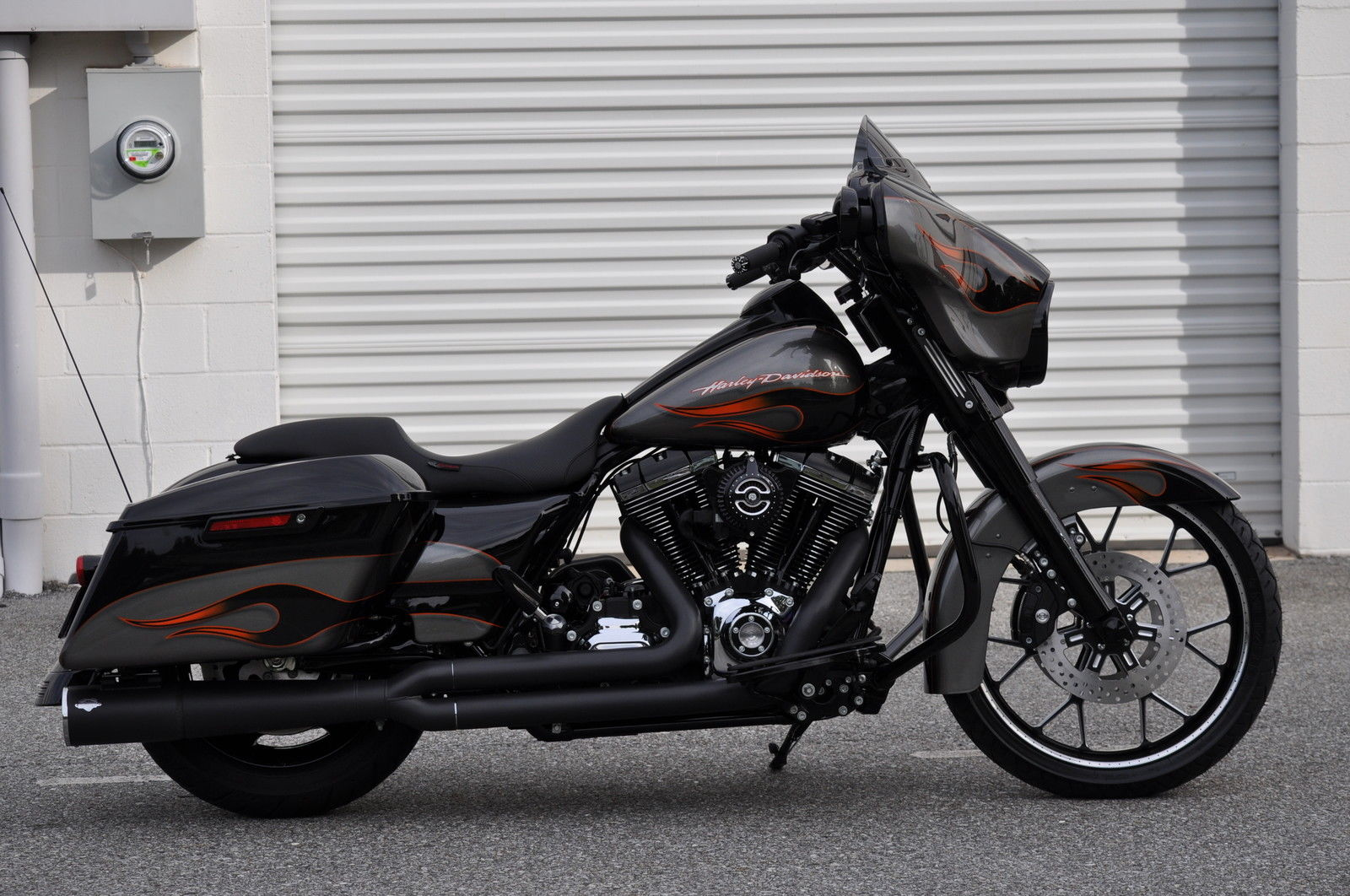 2014 street glide custom 1 of a kind 14k in xtra 39 s blacked out. Black Bedroom Furniture Sets. Home Design Ideas