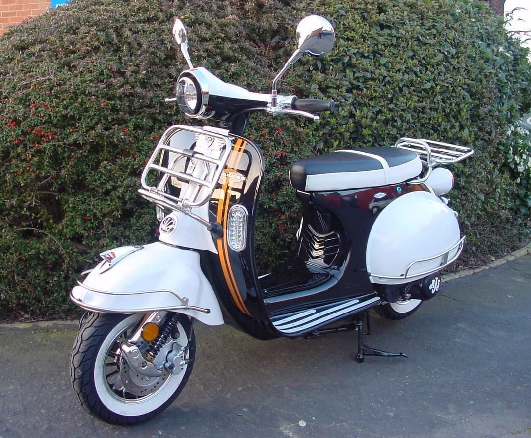 Electric Scooter With Seat >> AJS MODENA 125 1960s VESPA LAMBRETTA STYLE SCOOTER