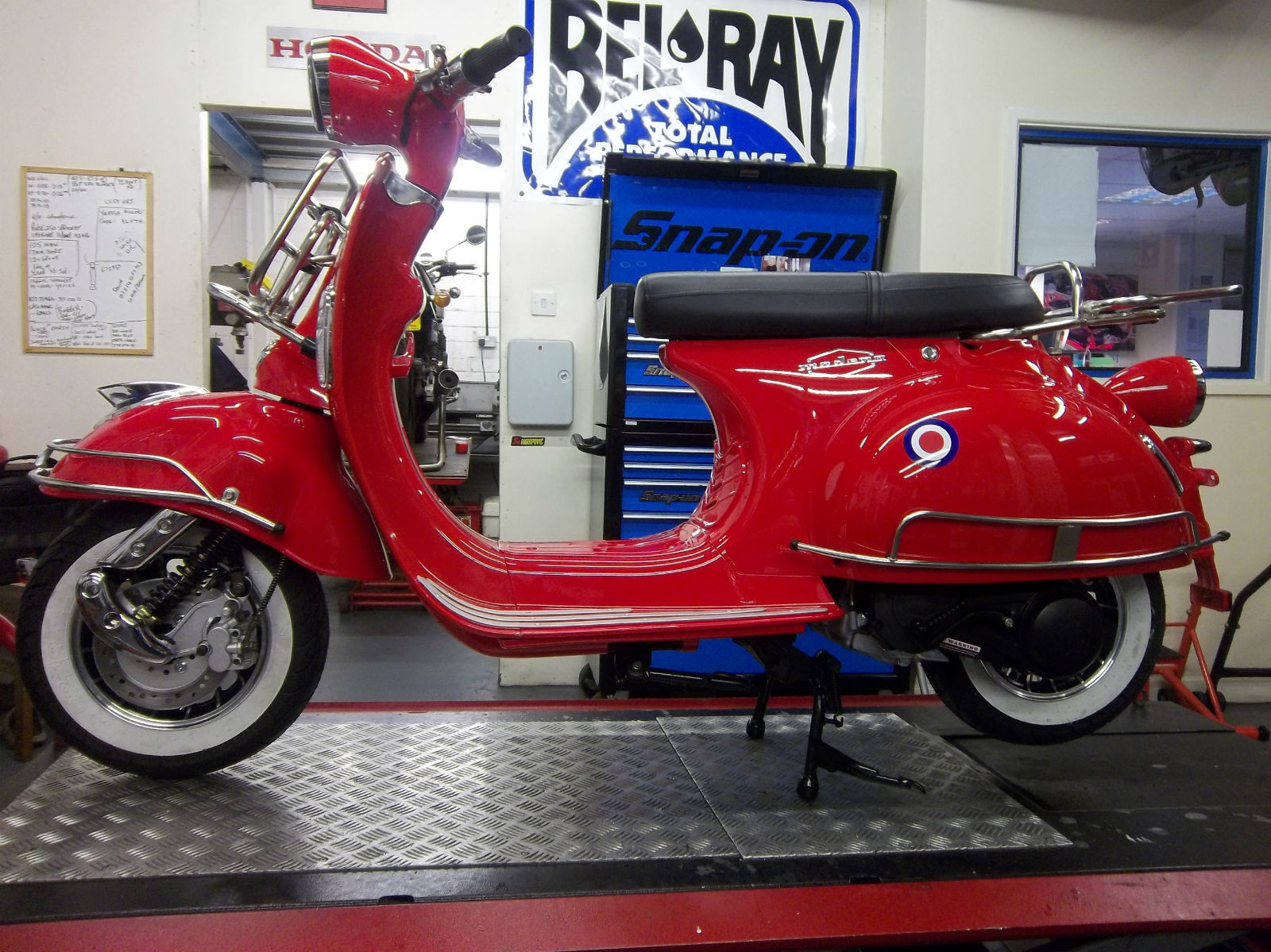 ajs modena 125 50 cc scooter vespa 125 cc 1950 60 39 s body. Black Bedroom Furniture Sets. Home Design Ideas