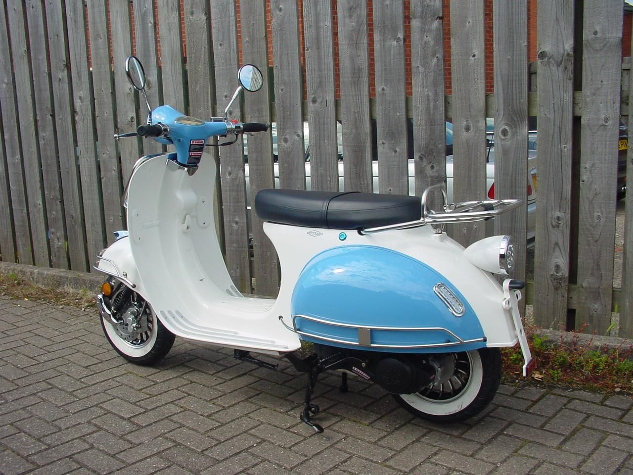 ajs modena 125 retro vespa lambretta style scooter new fully automatic. Black Bedroom Furniture Sets. Home Design Ideas