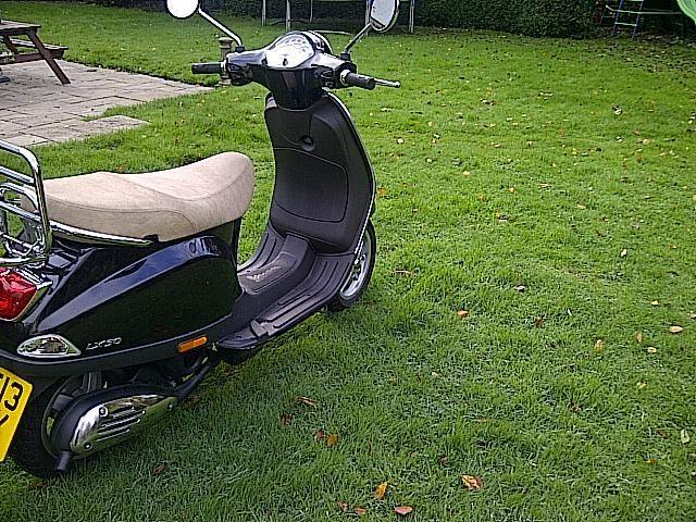 beautiful piaggio vespa lx 50 2t scooter. Black Bedroom Furniture Sets. Home Design Ideas