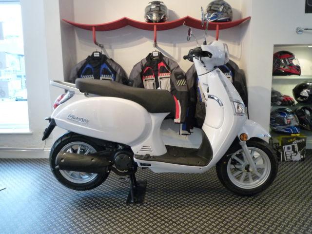 beeline memory 125cc top quality scooter vespa et 125. Black Bedroom Furniture Sets. Home Design Ideas