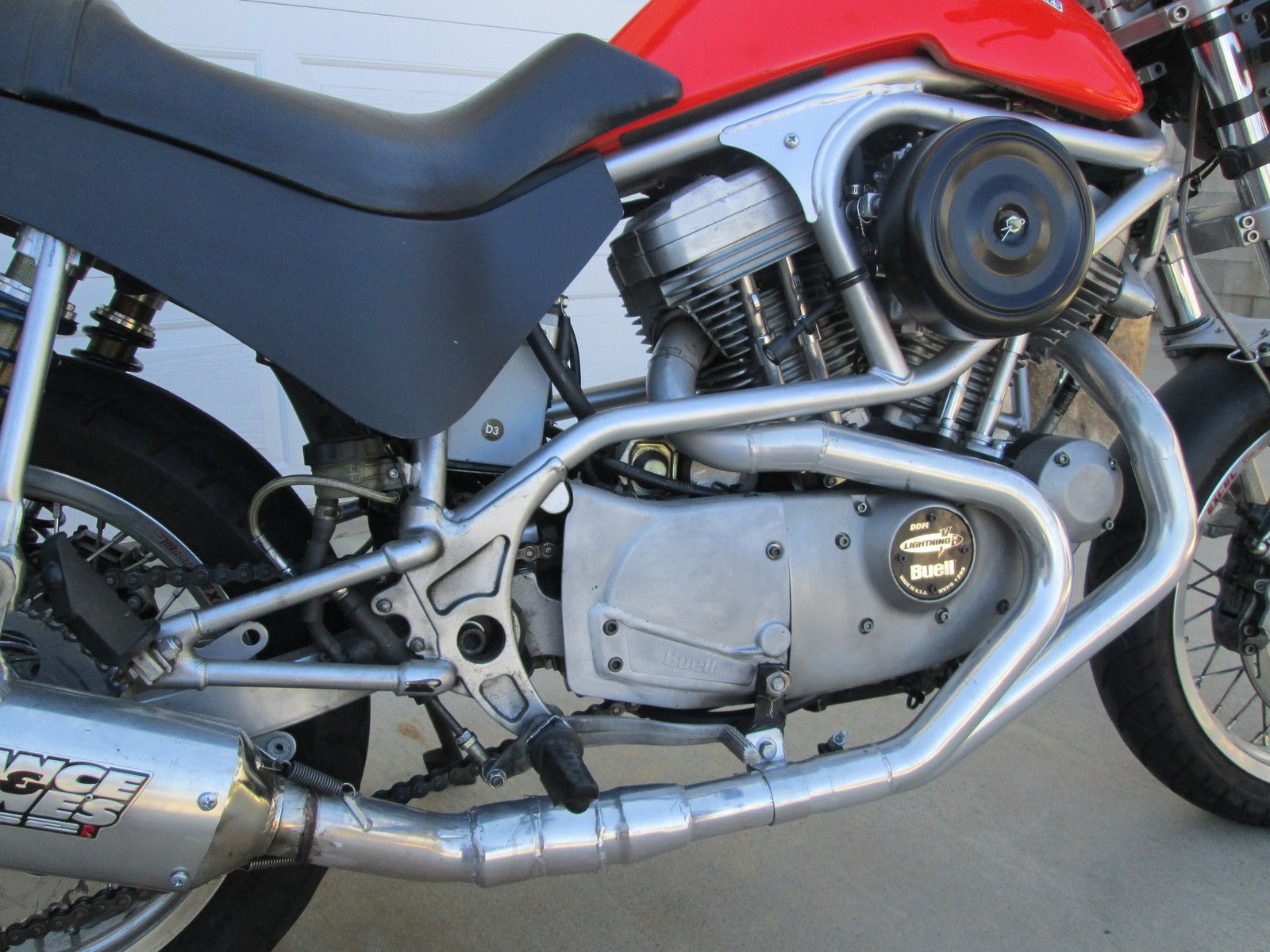 Buell M2 Cyclone 2001 with conventional rear dual shocks
