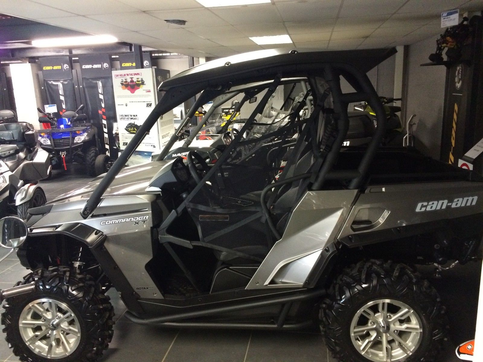 can am commander xt 1000cc 2014 side by side buggy 32 hours use mint. Black Bedroom Furniture Sets. Home Design Ideas