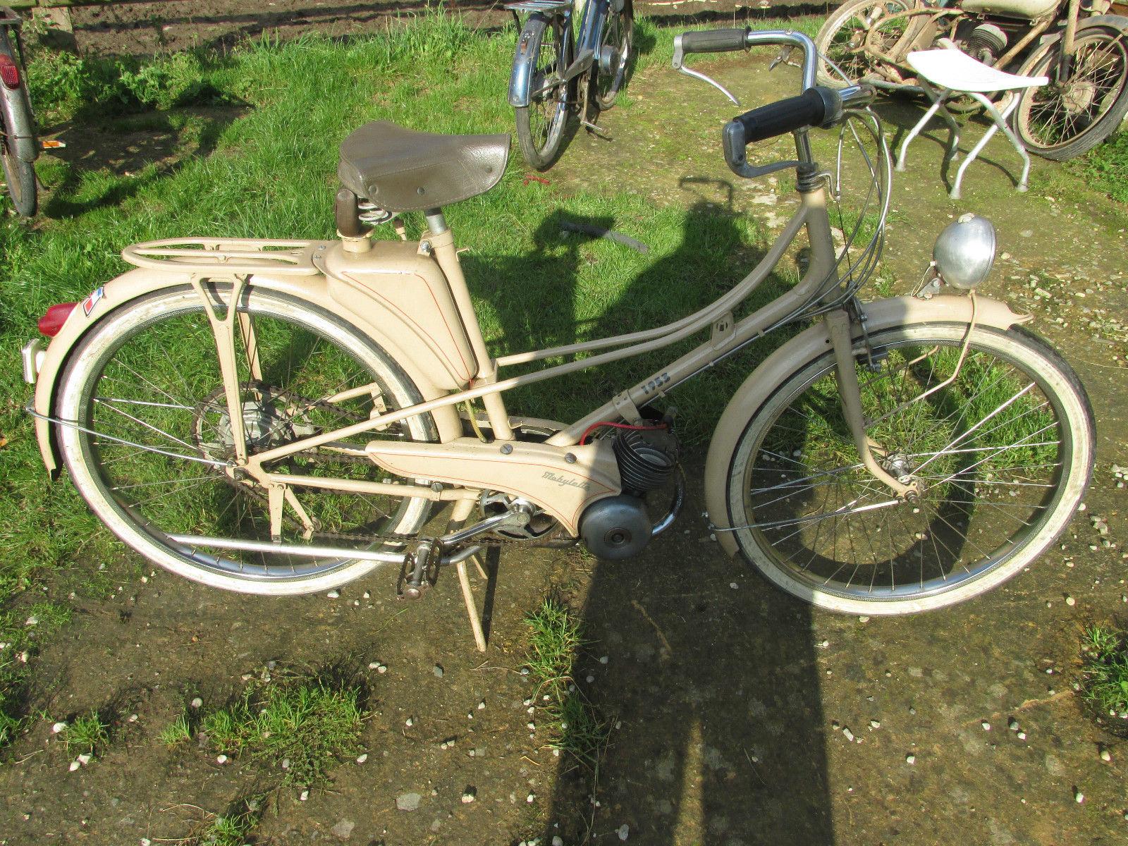 ex museum 1953 motobecane pantin mobylette velosolex french classic moped. Black Bedroom Furniture Sets. Home Design Ideas