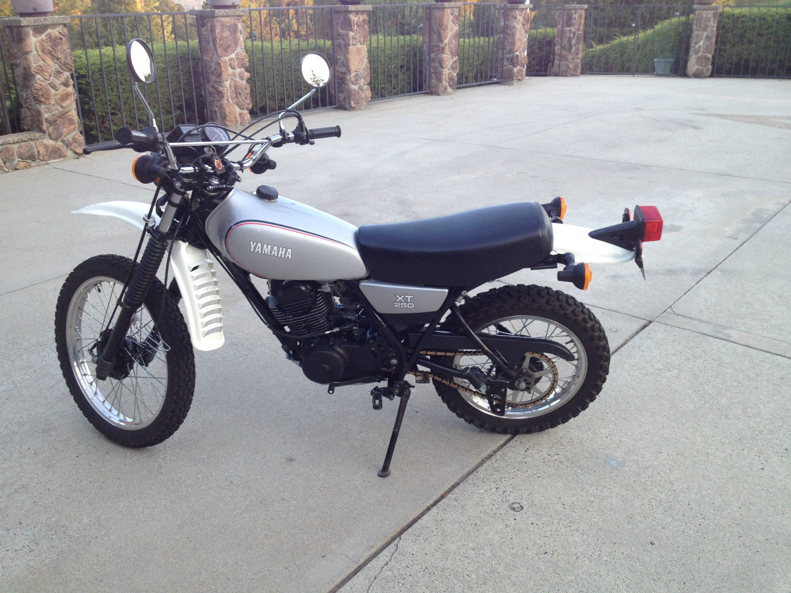 excellent condition 1981 yamaha xt 250. Black Bedroom Furniture Sets. Home Design Ideas