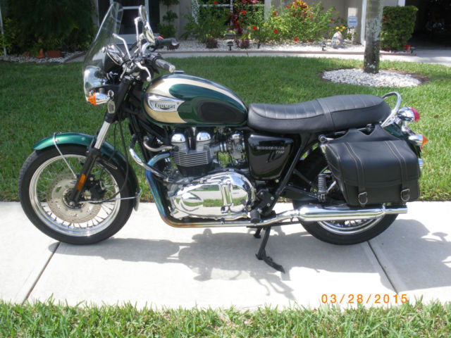 green and aztec gold triumph bonneville t 100 like new condition