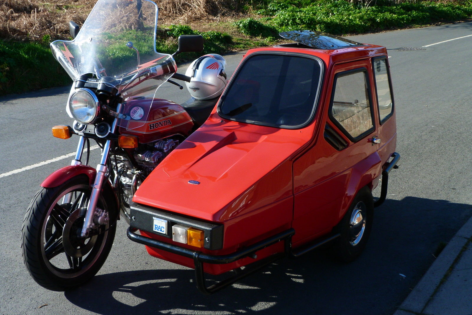 Honda 750 F 1980 Outfit in Red with Squire child / adult sidecar