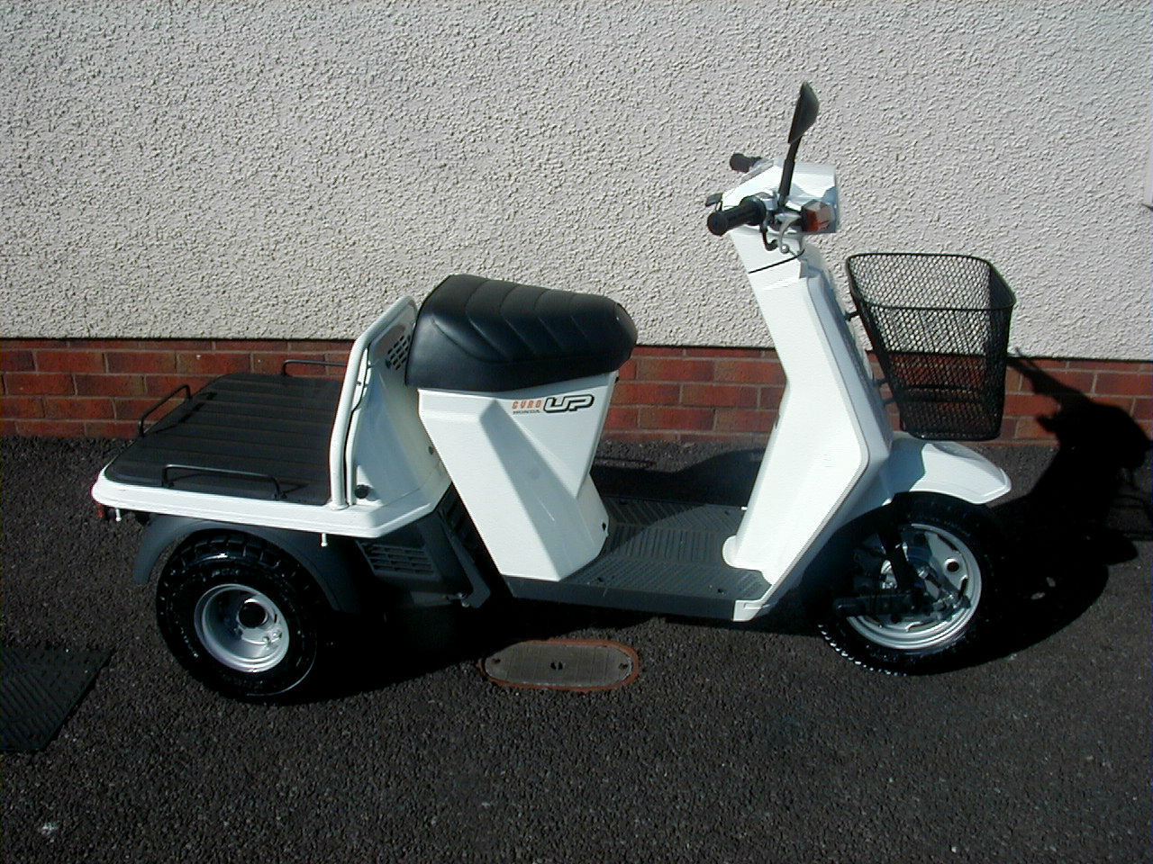 honda gyro up 3 wheeled scooter 50cc two stroke large carrying capacity. Black Bedroom Furniture Sets. Home Design Ideas