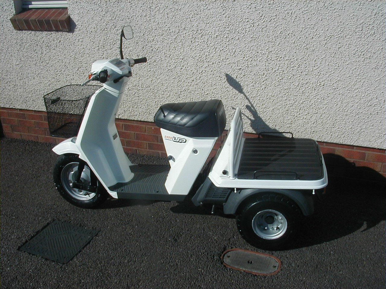 honda gyro up 3 wheeled scooter 50cc two stroke large. Black Bedroom Furniture Sets. Home Design Ideas