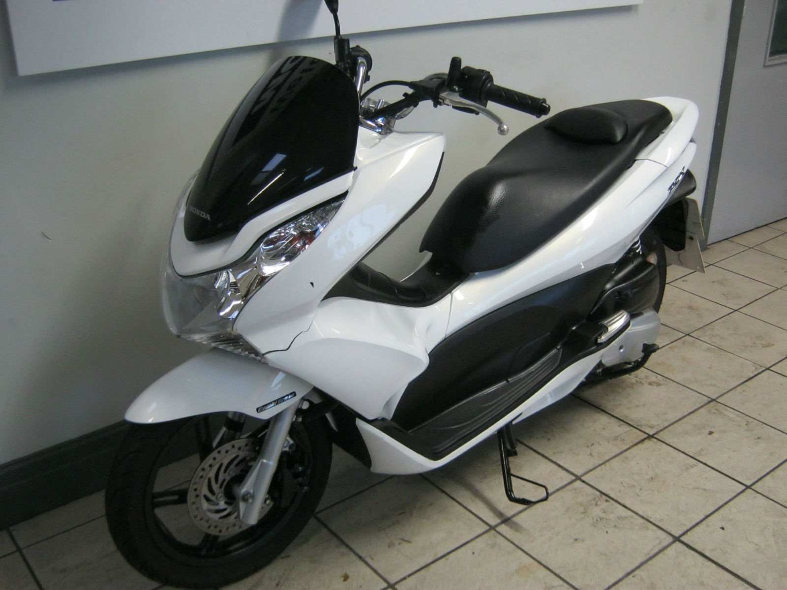 honda pcx ww 125 ex2 a automatic scooter light damage low miles 2012. Black Bedroom Furniture Sets. Home Design Ideas