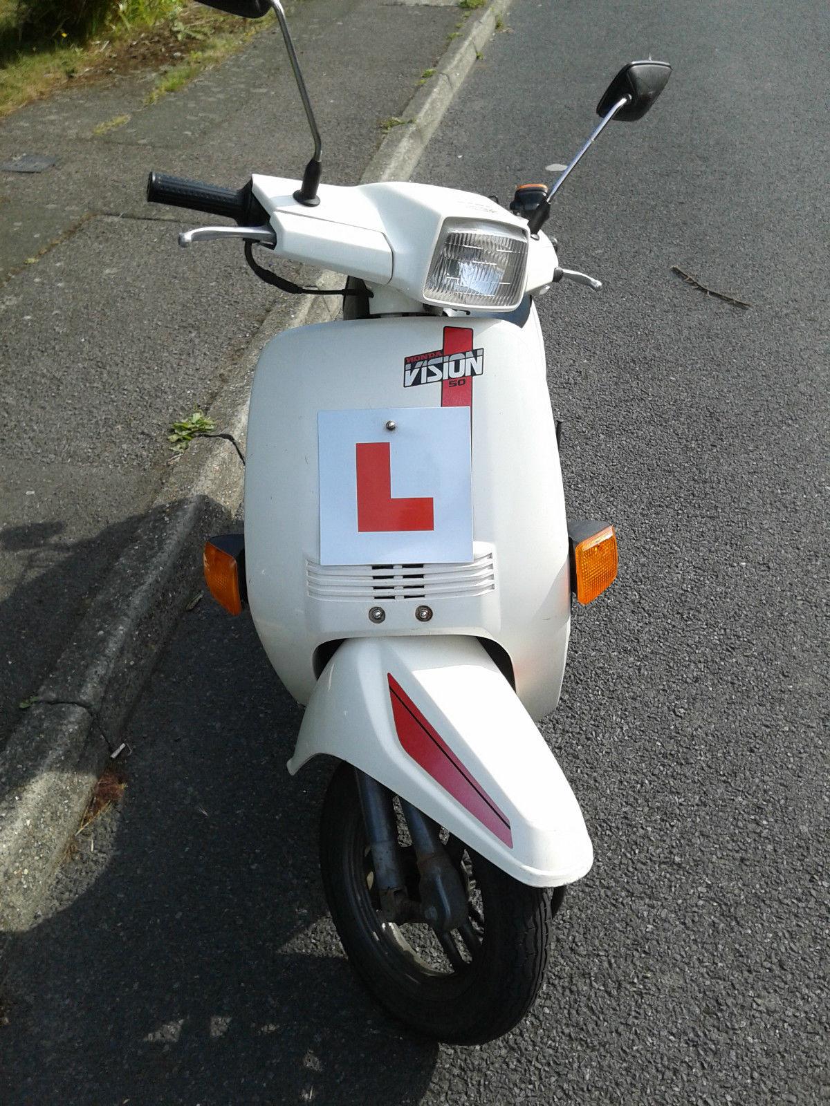 Honda Vision 50 NE50MFF Retro 90's 49cc Moped/Scooter White Automatic