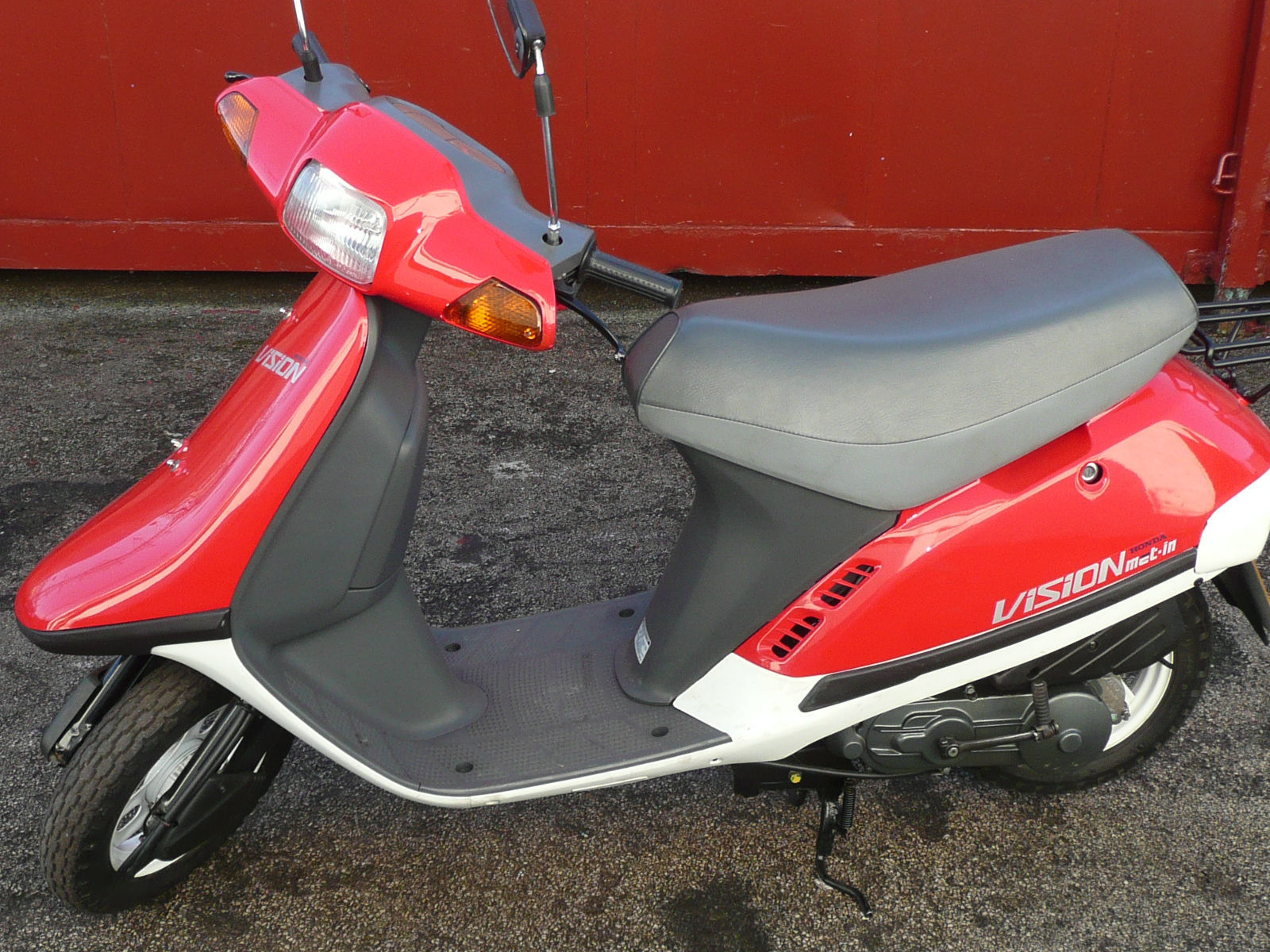 honda vision 50cc sa50 j in red low miles immaculate condition. Black Bedroom Furniture Sets. Home Design Ideas