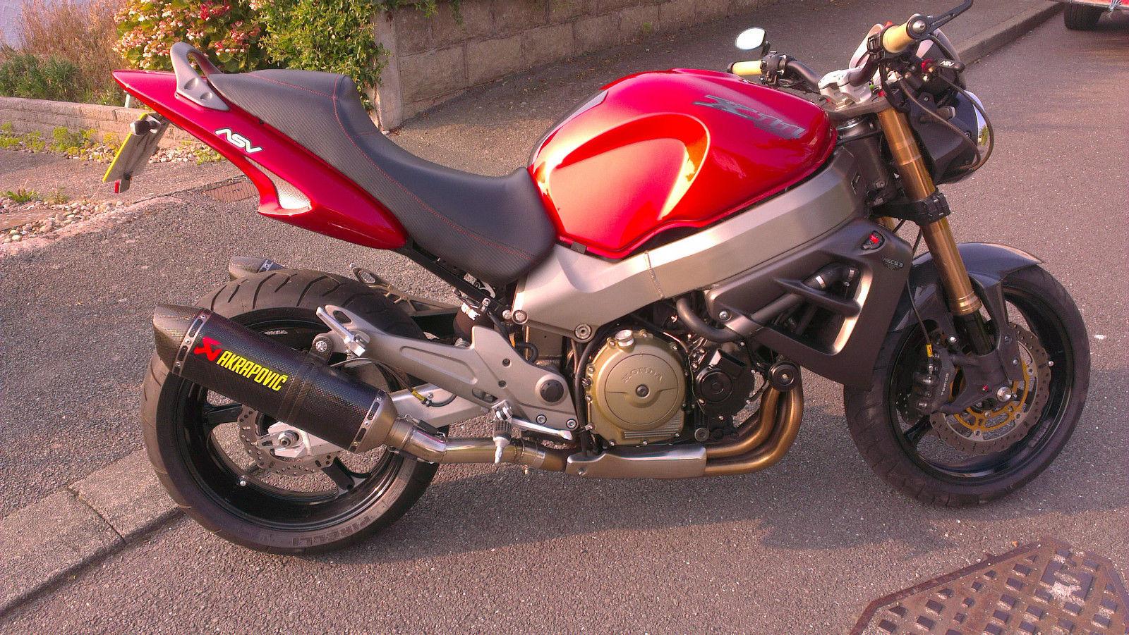HONDA X11 2001 God | Delovi i oprema za motore | Polovni