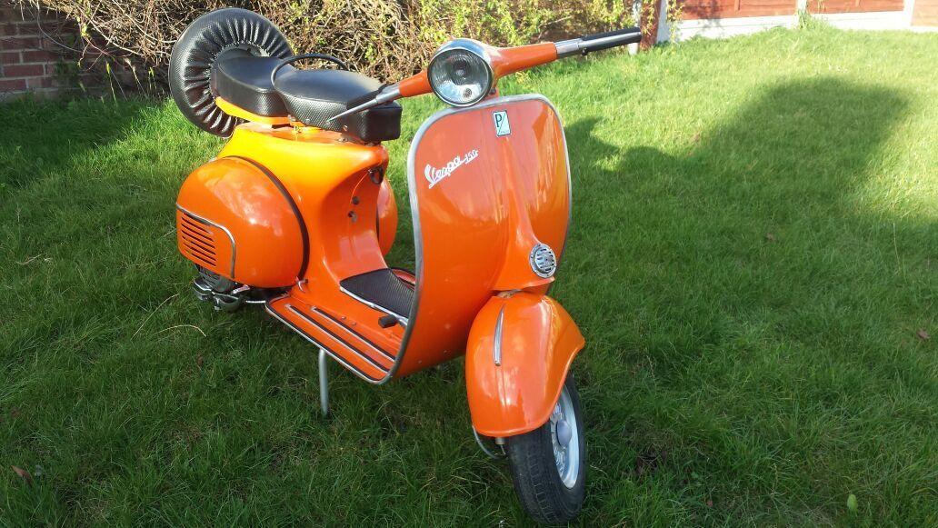 Italian Vespa Piaggio Vbb Series Scooter 150cc Model 1965 Orange Colour