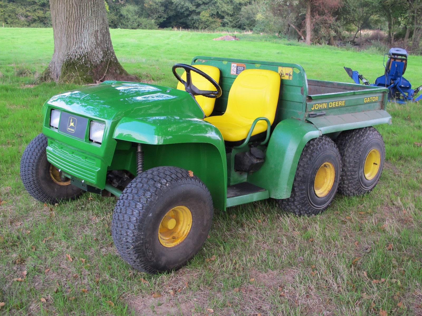 john deere gator 6x4 gator utility vehicle atv mule electric tip no vat. Black Bedroom Furniture Sets. Home Design Ideas