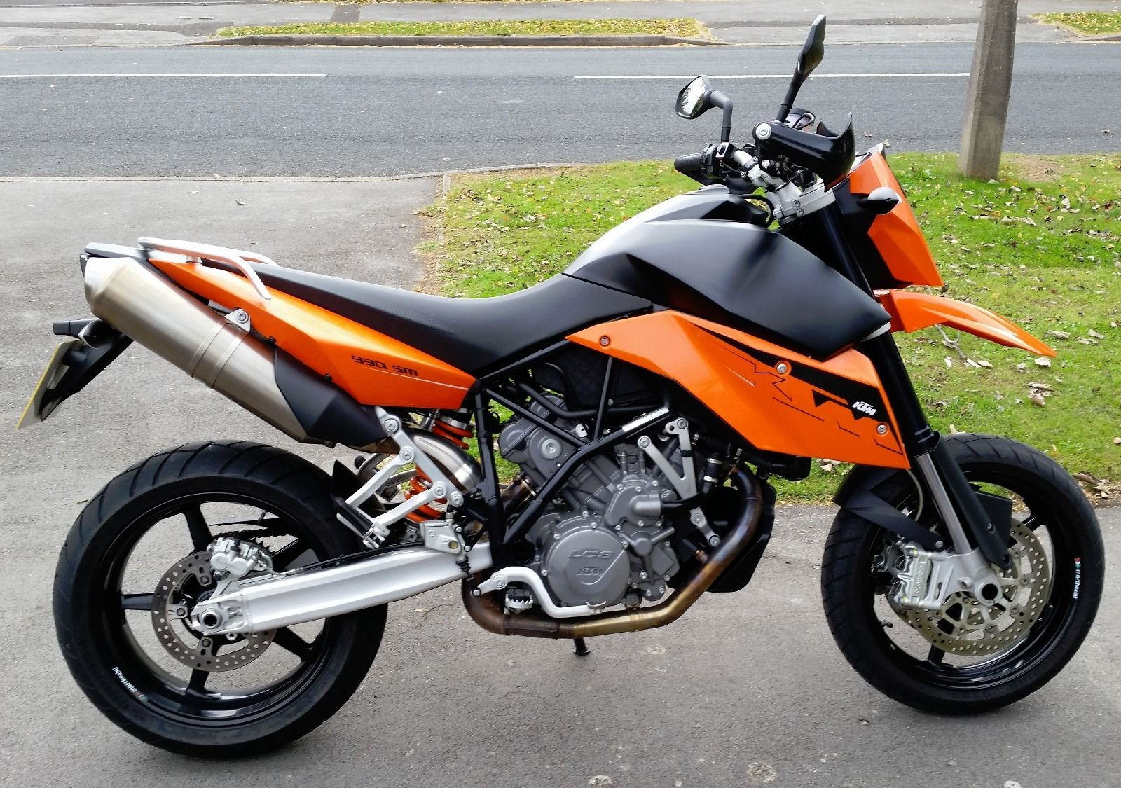 ktm 990 sm supermoto motorcycle 2008 only 5800 miles many extras inc sat nav. Black Bedroom Furniture Sets. Home Design Ideas