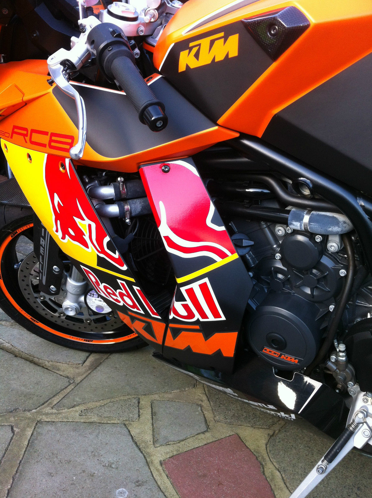 ktm rc8 1190 with red bull graphics. Black Bedroom Furniture Sets. Home Design Ideas