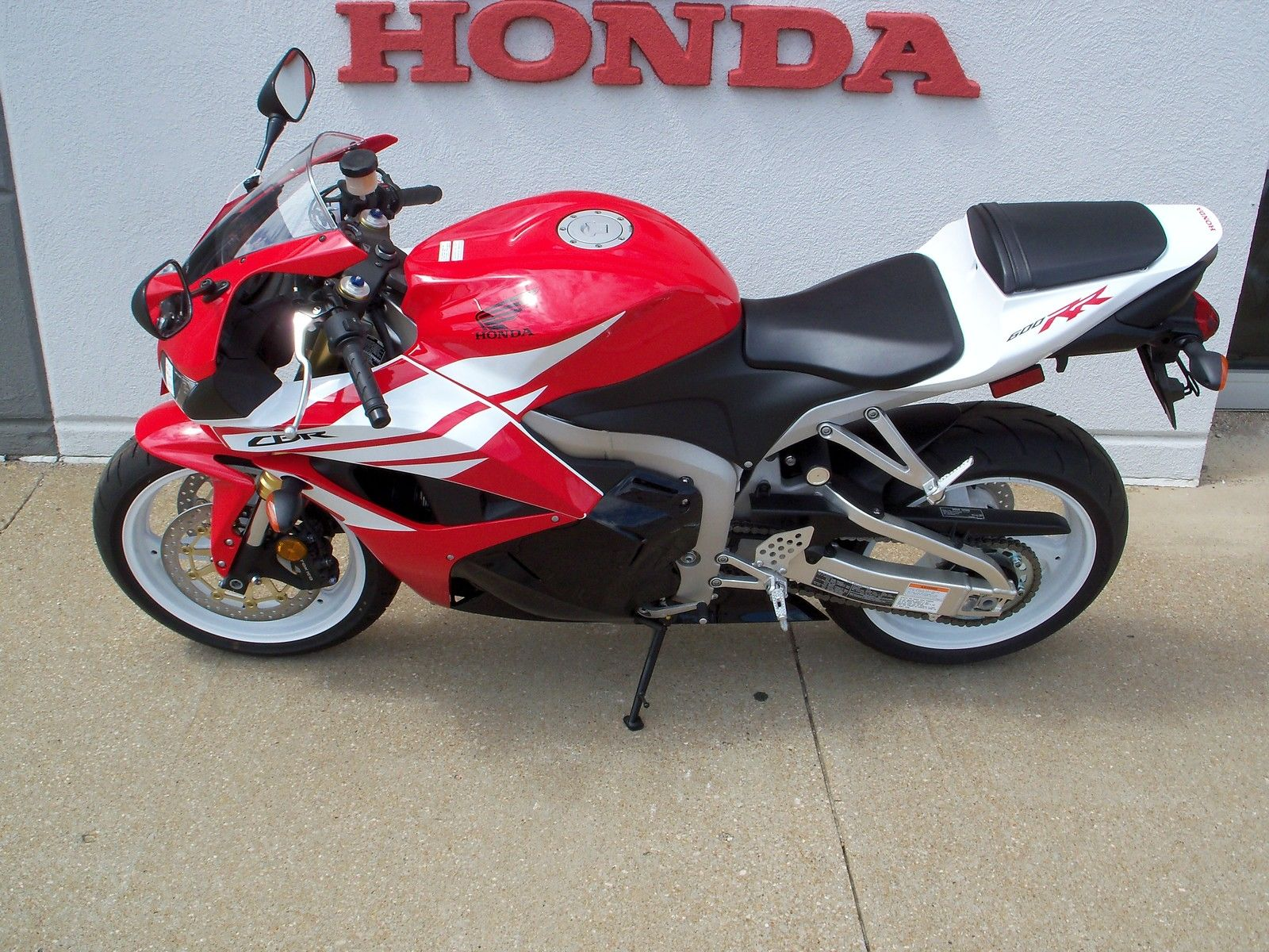 New Red And White Honda Cbr600rr Sport Bike Motorcycle