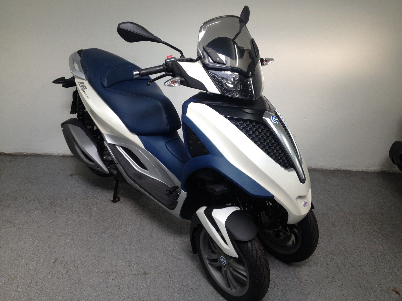 piaggio mp3 youban lt 300 trike bike not touring fuoco. Black Bedroom Furniture Sets. Home Design Ideas