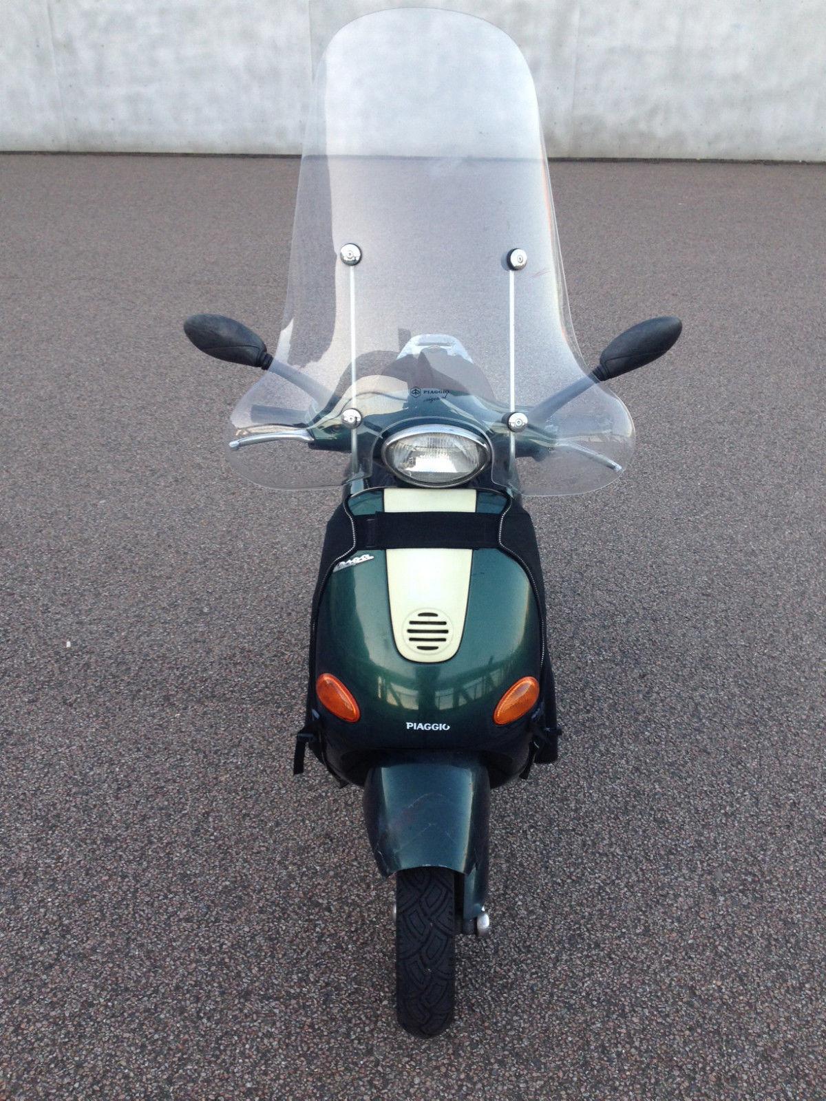 piaggio vespa scooter et4 125cc in racing green. Black Bedroom Furniture Sets. Home Design Ideas