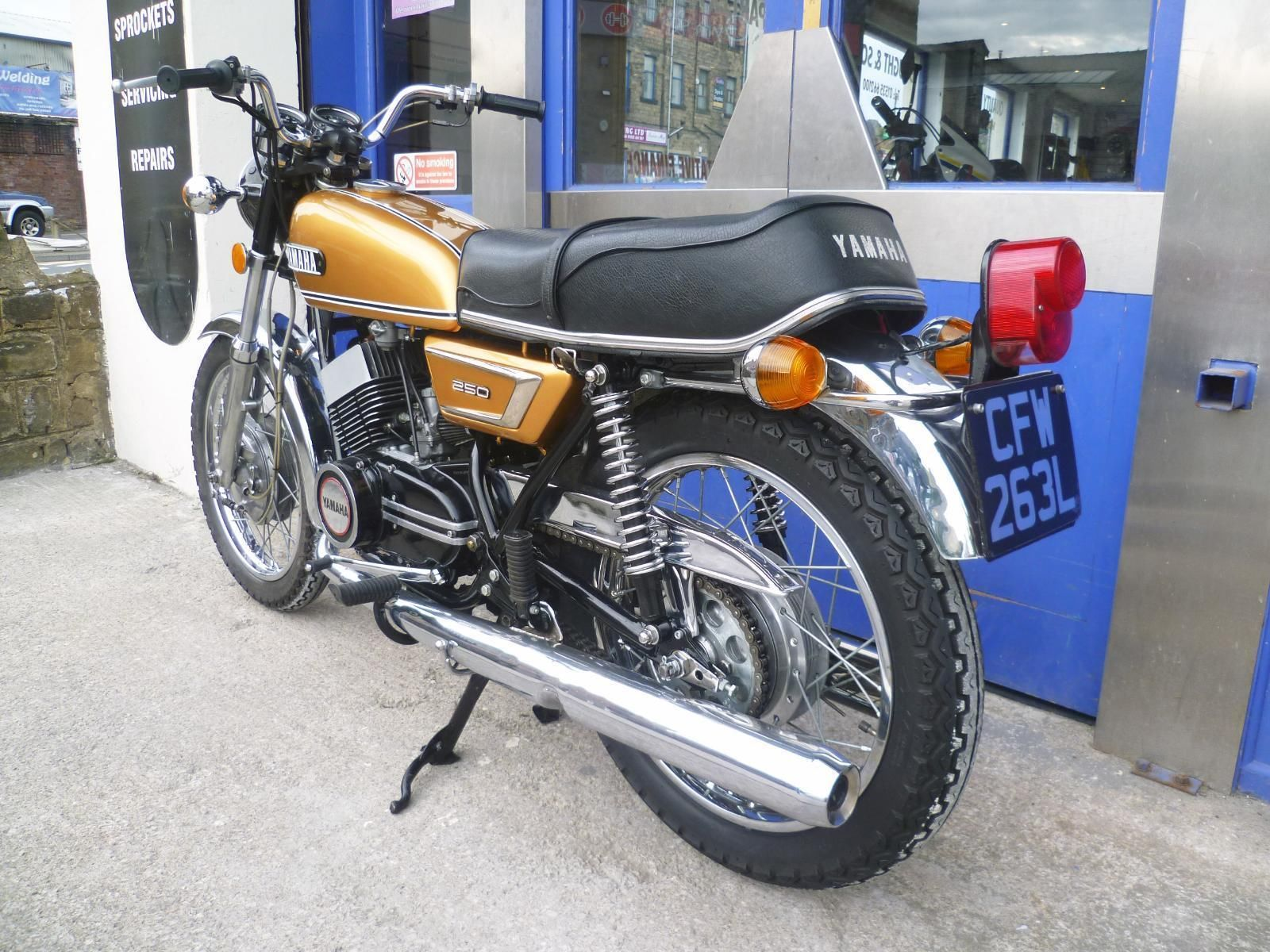 REDUCED 1972 250 cc Yamaha YDS7 Gold Very low Mileage. Tax