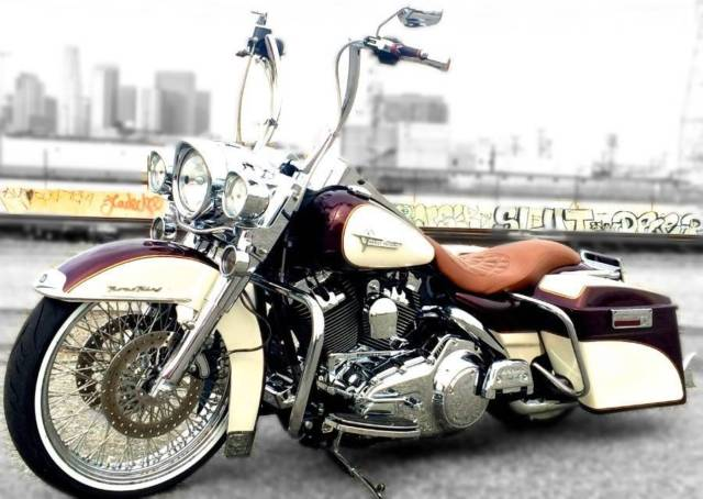 The new Harley-Davidson Milwaukee Eight engine might be the newest and hottest technological masterpiece to leave the Wisconsin-based factory, but you can still get that old-school rumble and classic looks from Samson Exhaust, should you desire to. The Cholos from Samson fits all dressers.