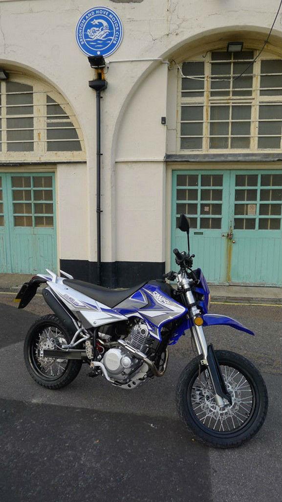 Sinnis Apache 250 Motorbike 250cc Morotcycle