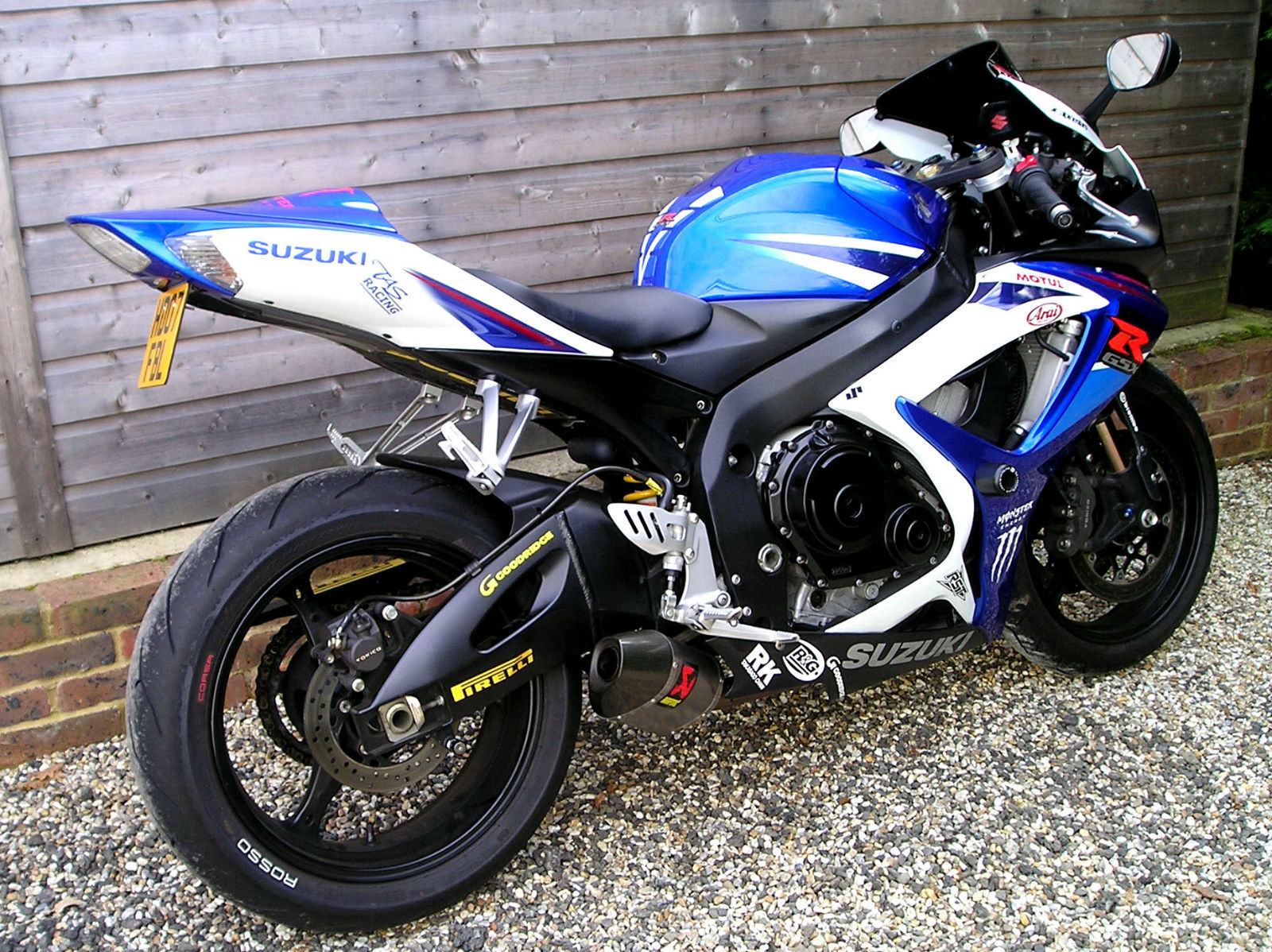 suzuki gsx r 750 k7 nice options fitted with akrapovic. Black Bedroom Furniture Sets. Home Design Ideas
