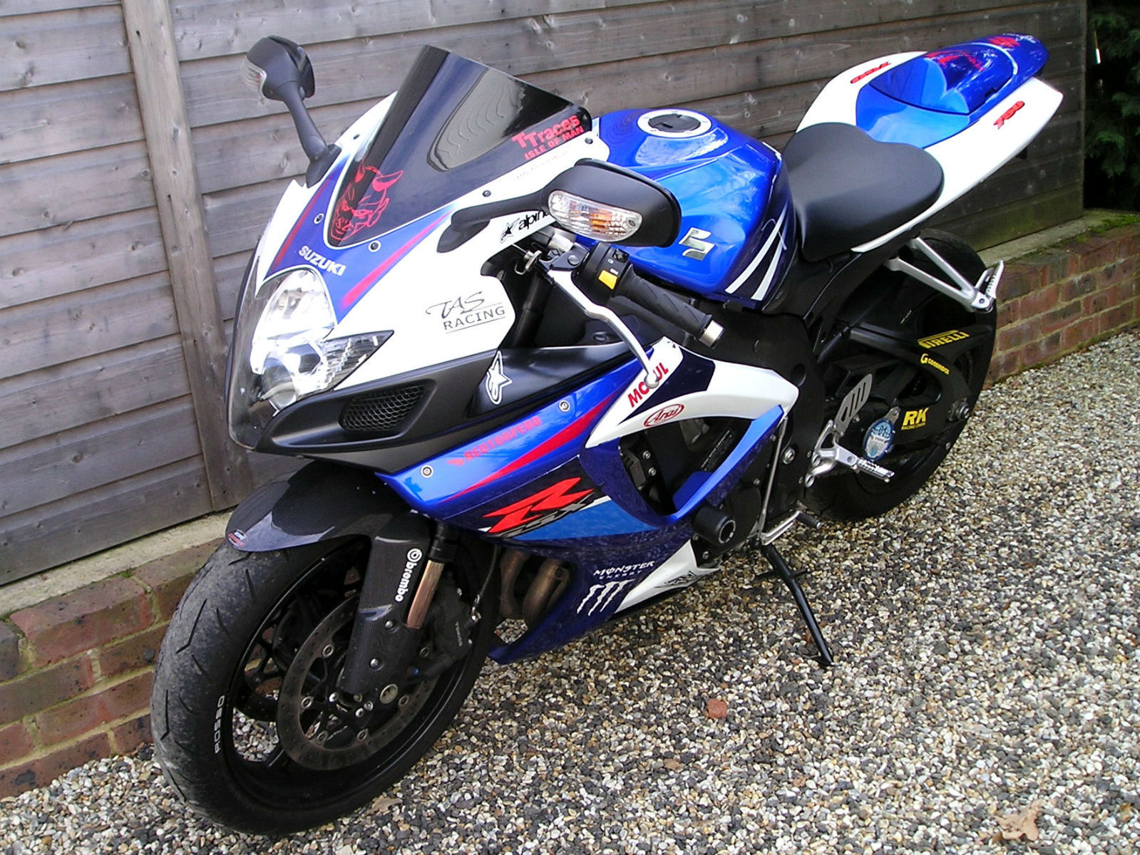 suzuki gsx r 750 k7 nice options fitted with akrapovic stubby exhaust 07 reg. Black Bedroom Furniture Sets. Home Design Ideas