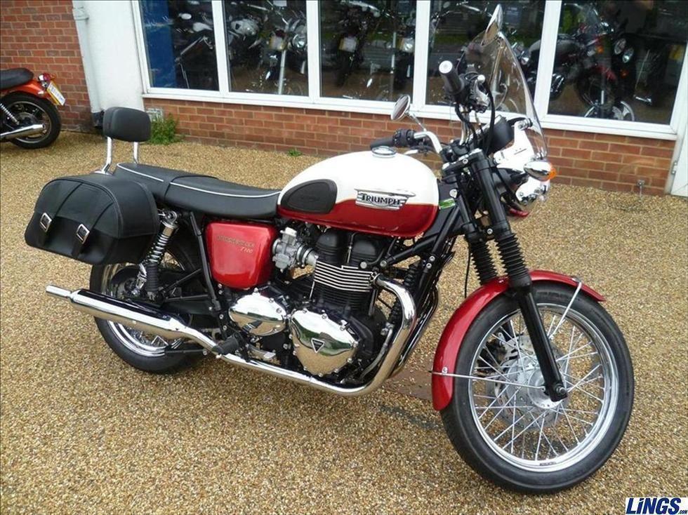 Triumph Bonneville T100 Redwhite